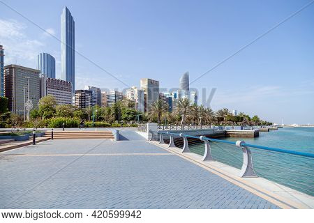 Abu Dhabi, Uae - April 30, 2021: Abu Dhabi Corniche In The Morning. People Walking At The Distance W