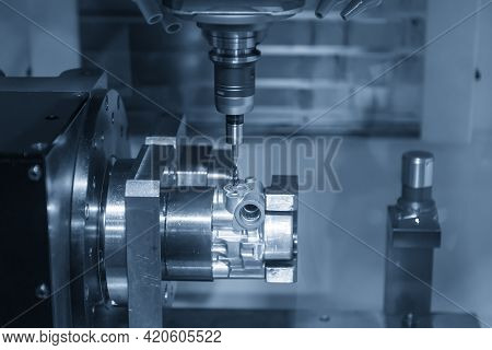 The 4-axis Simultaneous Machining Center Tapping The Motorcycle Gear Case Parts On The  Rotary Table