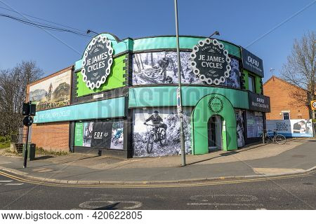 Sheffield, South Yorkshire, England - April 19 2021: Je James Cycle Store In Sheffield