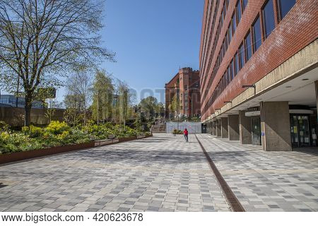 Sheffield, South Yorkshire, England - April 19 2021: The Campus Of The University Of Sheffield. The