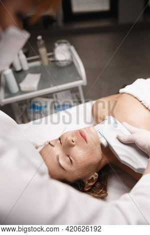 Facelift With Hardware Cosmetology. Beautician In Beauty Clinic Using Ultrasound Smas Face Lifting D