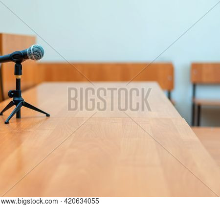 The Microphone Stands On A Stand On A Light Table In A Spacious Hall, Where No One Is There