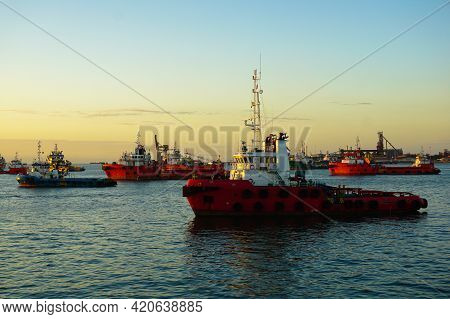 Supply Vessel Transport Cargo For Rig Platform Offshore In Labuan Ft,malaysia. The Vessels Are Speci