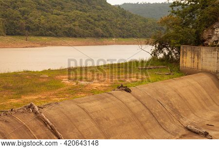 Weir Over A Dry Creek In Lam Chiang Ra Dam, Pak Thong Chai 14/04/2021