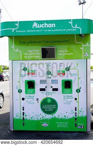 Bordeaux , Aquitaine France - 05 14 2021 : Auchan Brand Logo Text On Bottles Plastic Reusable Packag