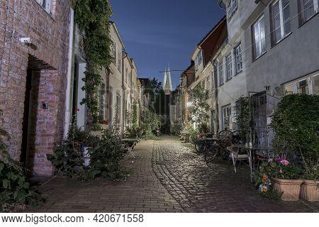 Lübeck, Luebeck, Sievers, Torweg, Engelsgrube, Yard, Court, Courtyard, Corridor, House, Down Town, O