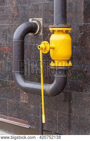Large Yellow Natural Gas Ball Valve With Long Lever