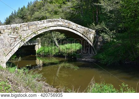 Pretty Stone Arched Beggar's Bridge In Yorkshire England.