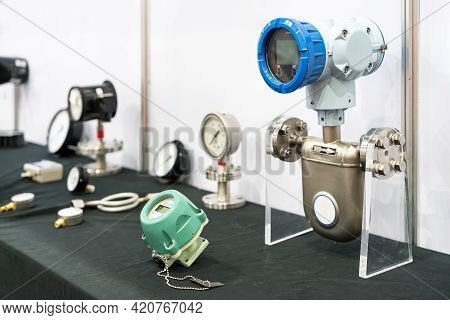 Various Type Flow Meter For High Accuracy Liquid Oil Water Measuring And Indicator Mass Flow Rate Te