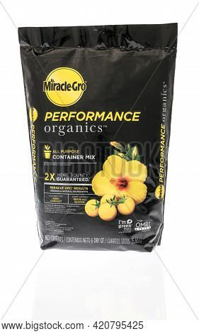 Winneconne, Wi - 16 May 2021:  A Package Of Miracle Gro Performance Organics All Purpose Container M