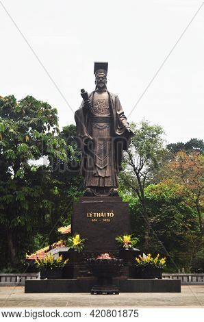 Large Bronze Emperor Ly Thai To Of The Ly Dynasty Of Vietnam In Indira Gandhi Park For Vietnamese Fo