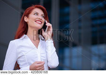 Beatiful businesswoman talking on the phone