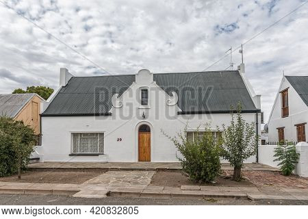 Beaufort West, South Africa - April 2, 2021: A Street Scene, With An Historic House, In Beaufort Wes