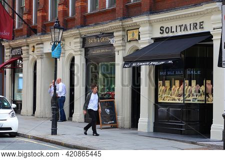 London, Uk - July 9, 2016: People Shop At Hatton Garden In Holborn District Of London. The Area Is N