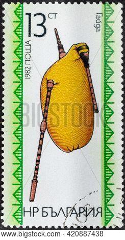 Republic Of Bulgaria - Circa 1982: Postage Stamp 'gaida Or Bagpipes' Printed In Bulgaria. Series: 'f