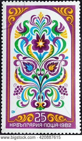 Republic Of Bulgaria - Circa 1982: Postage Stamp 'bulgarian Fresco Of Xix C. Purple Flowers' Printed