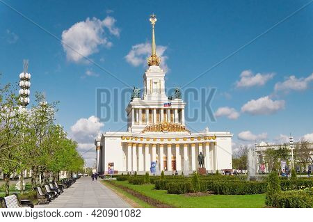 Russia, Moscow - May 2021. Frontal View Of Central Main Pavilion At The Exhibition Of Achievements O
