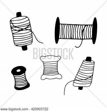 Set Of Spools Of Thread For Sewing. Black And White Vector Illustration In Doodle Style Isolated. Se