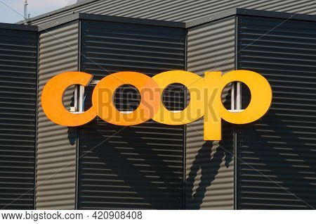 Dietlikon, Zurich, Switzerland - 16th April 2021 : Coop Logo Sign On A Store Building In Dietlikon.