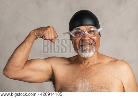 Senior African American swimmer wearing a swim cap and goggles