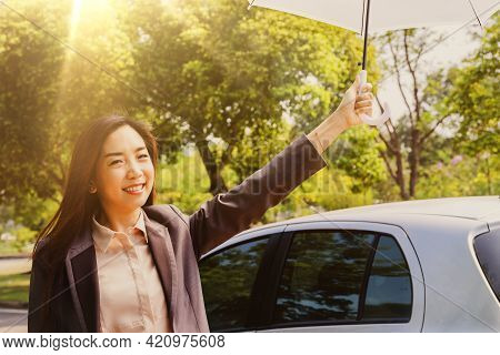 Portrait Asian Business Women Use Umbrellas To Prevent Ultraviolet (uva) Rays From The Daylight In S