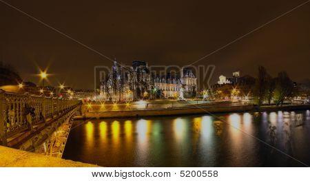 Hôtel De Ville et de la Seine vue de la nuit