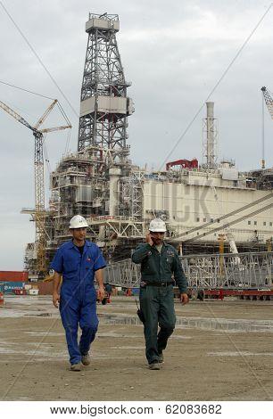 SANGACHAL, AZERBAIJAN  - OCT 29: Roughnecks and engineers build oil platforms in Sangachal, Azerbaijan, on Saturday, October 29, 2006.