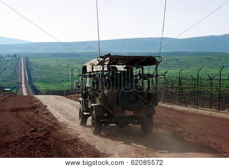 LILACH - MARCH 28:  Israeli army (IDF) soldiers patrol the  Israeli Lebanese border March 28, 2000.