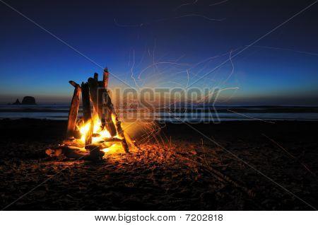 Lagerfeuer am Strand von Shi-Shi