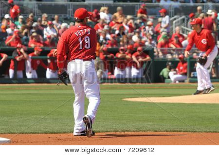 Votto warms up