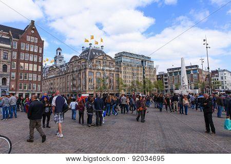 Locals and tourist at Amsterdam's Dam square