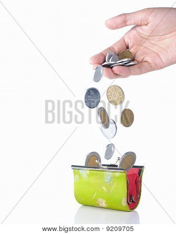hand drop coin into the wallet