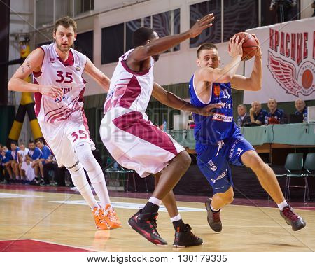Bc Neptunas Forward Edgaras Ulanovas (31) With Ball