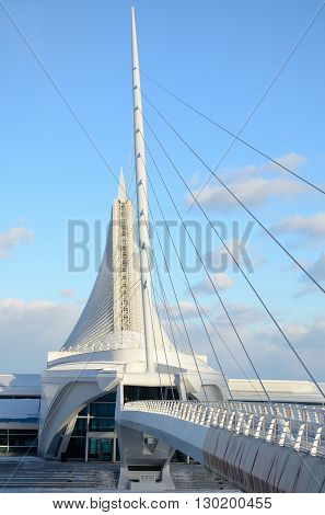 MILWAUKEE WI - FEBRUARY 12 2016: Milwaukee Art Museum on a Sunny Day