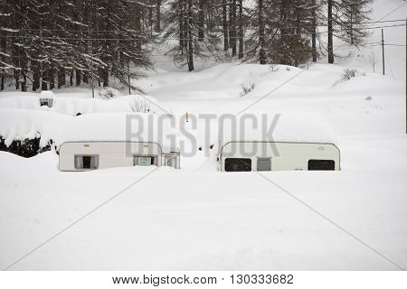 Trailer Caravan Roulotte Covered By Snow
