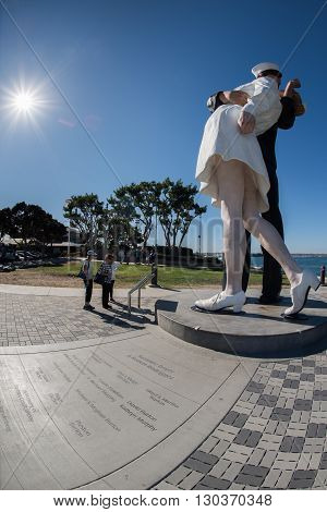 San Diego, Usa - November 14, 2015 - People Taking A Selfie At Sailor And Nurse While Kissing Statue