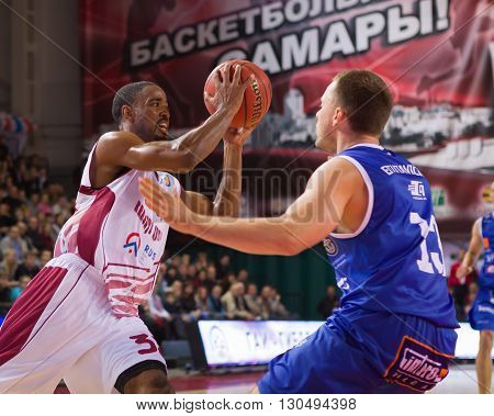 Bc Krasnye Krylia Guard Aaron Miles (32) With Ball