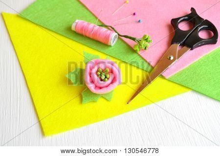Brooch flower felt, scissors, thread, pins - how to make handmade brooch, sewing kit