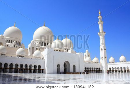 Sheikh Zayed bin Sultan Al Nahyan Mosque (White Mosque) in Abu Dhabi, United Arab Emirates