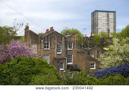Council Housing Block In East London At Burr Close In Wapping, London, Uk. Many People Are At Risk O