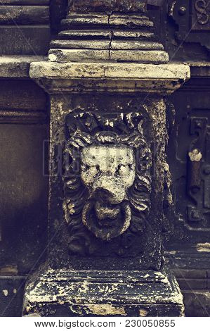 Element Decor On The Old House. Statue Of A Lion On A Column Of A House