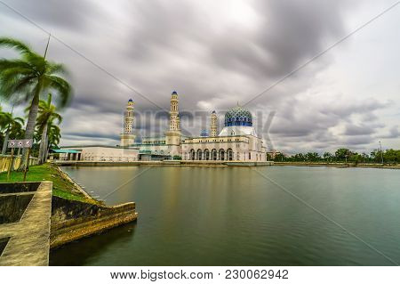 Kota Kinabalu,sabah,malaysia-may 17,2016:cloudy Over Famous Floating Lake Mosque With Palm Trees In
