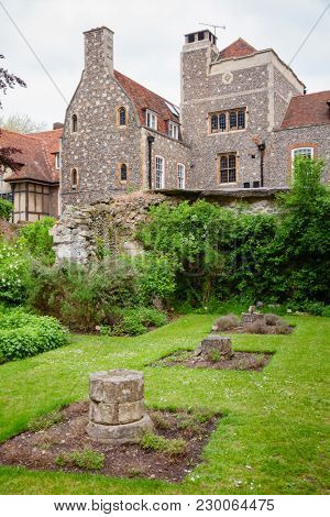 Medicinal Herb Garden at Canterbury Cathedral, one of the oldest and most famous Christian structures in England.  Canterbury, Kent Southern England, UK. UNESCO World Heritage Site