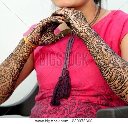 Girl's Show Mehandi Design In Wedding