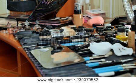The Make-up Worker's Desk. Many Cosmetics Are Scattered On The Table. The Make-up Artist Paints The