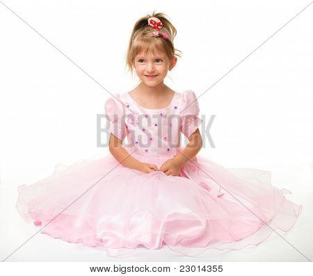 Niña linda en vestido rosa