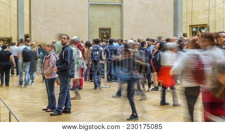 Paris - May 16: Unidentified Huge Group Of Tourist Taking Photos To Mona Lisa At The Louvre Museum O