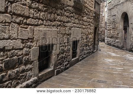 Barcelona,spain-august 31,2015: Ancient Street In Call Jueu (jewish Quarter), Gothic Quarter Of Barc