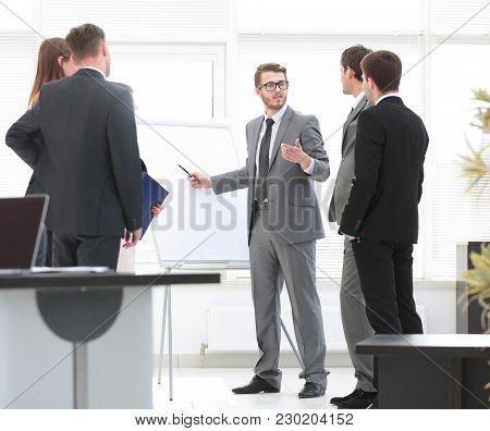 Manager conducts a master class for business team