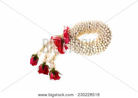 Gardenia Flower Garland For Put In Front Of Buddha Image.